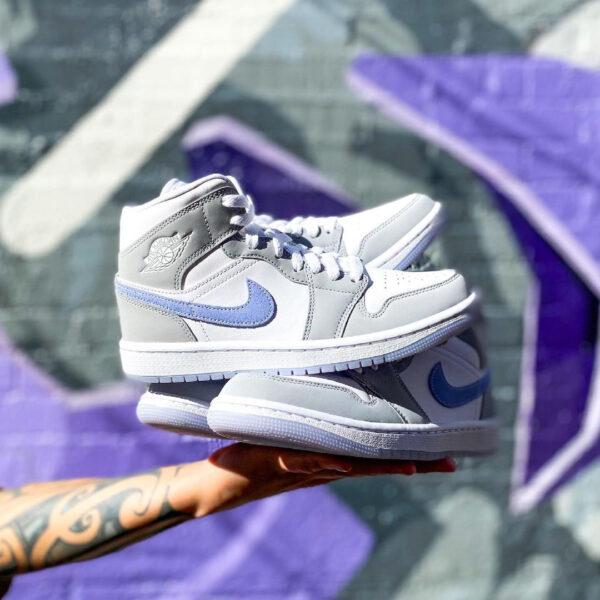 nike-grey-sneakers